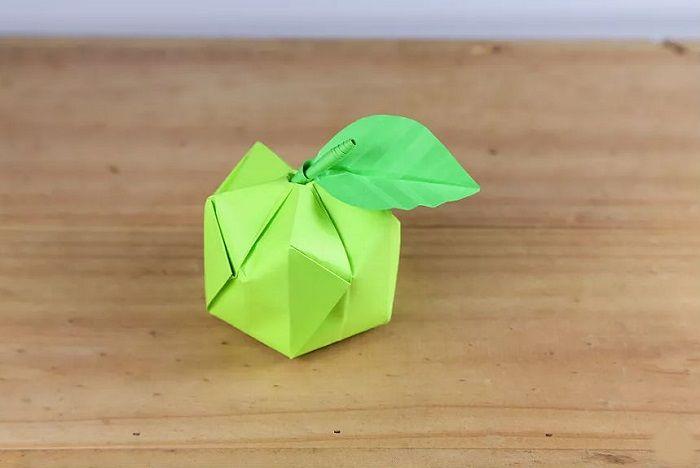 Лбъемное яблоко из бумаги