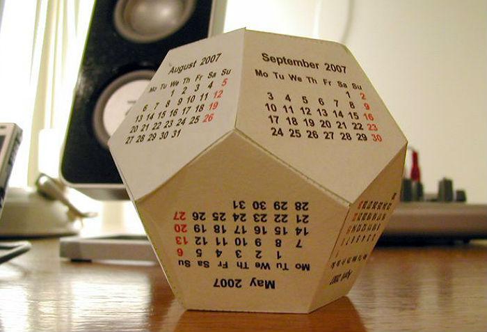 Календарь в виде додекаэдра