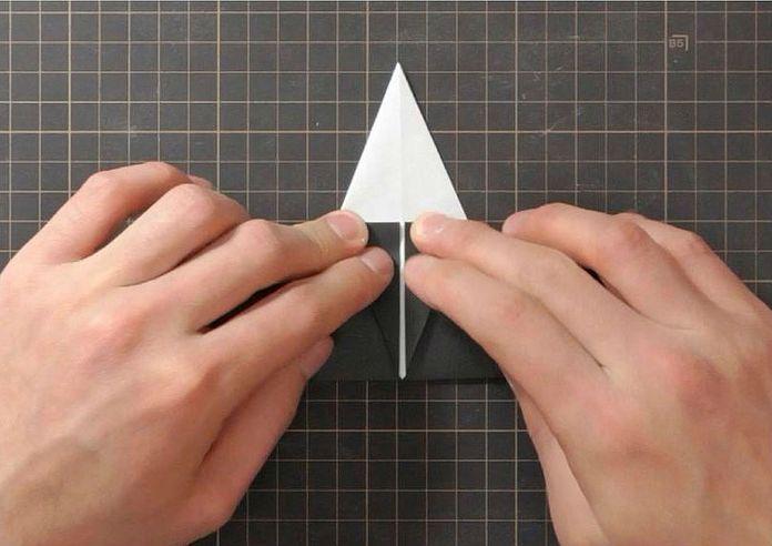 Сборка оригами говорящего ворона: шаг 3