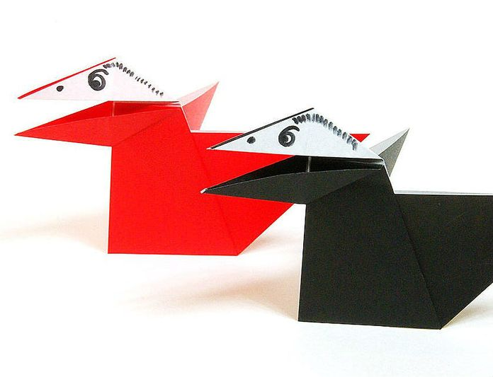 Говорящий ворон из бумаги