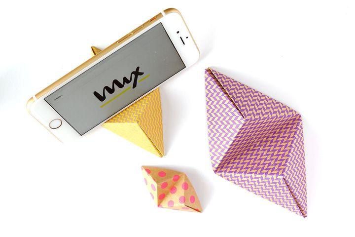Подставка под айфон в технике оригами