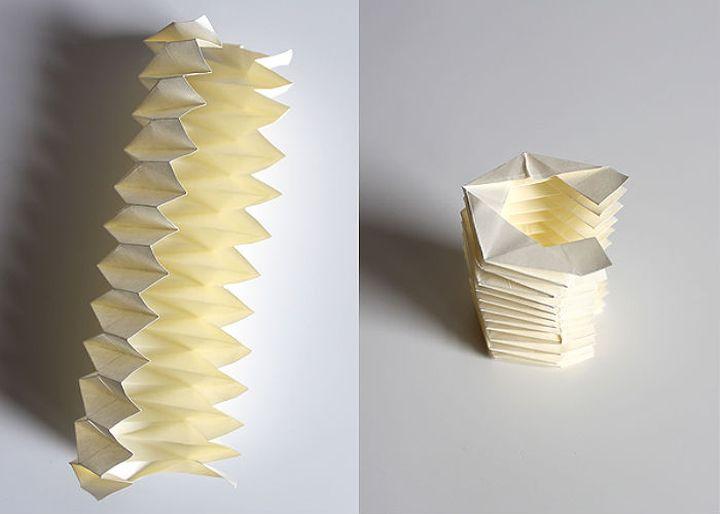 Поэтапная сборка плиссированного новогоднего шара-оригами