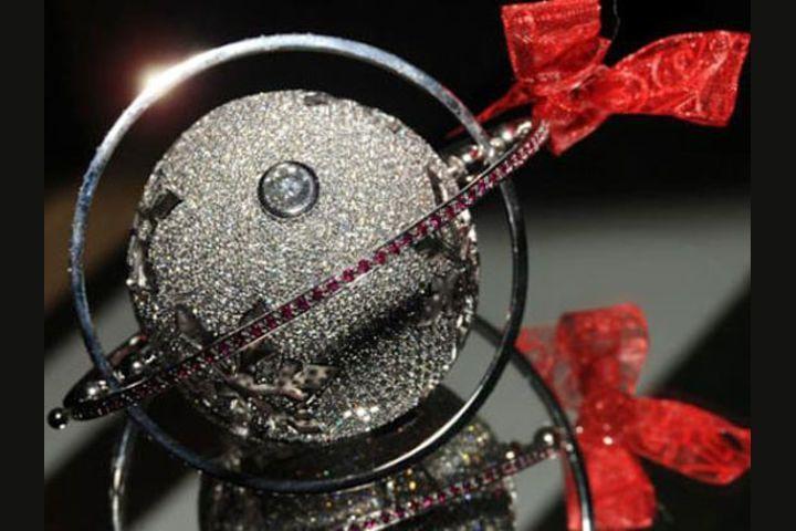 Один из самых дорогих в мире новогодних шаров