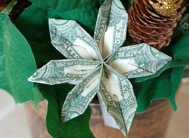 Поэтапная сборка  оригами-ромашки из банкнот