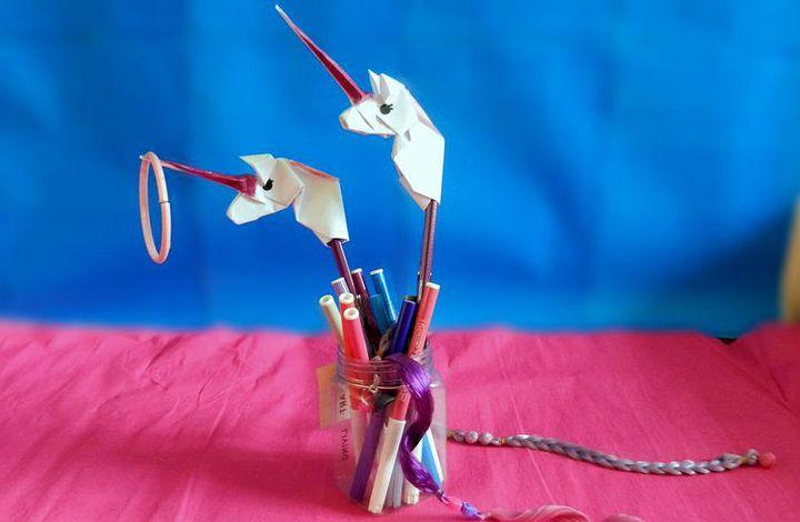 Оригами-единорог для ручки или карандаша