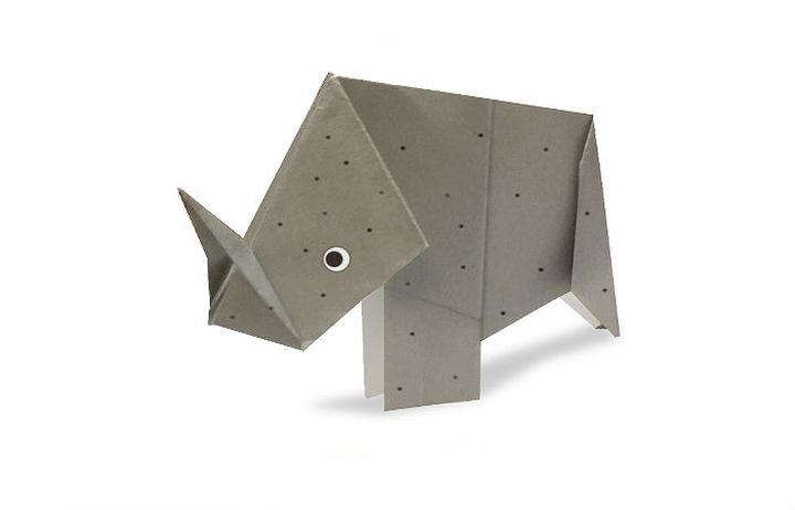 Простая фигурка оригами-носорога