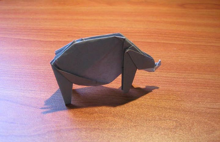 Интерьерная фигурка оригами-носорога