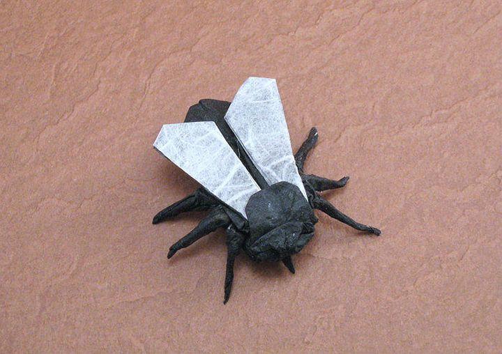 Оригами-муха