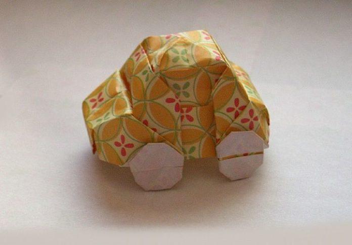 Ретро-автомобиль в технике оригами