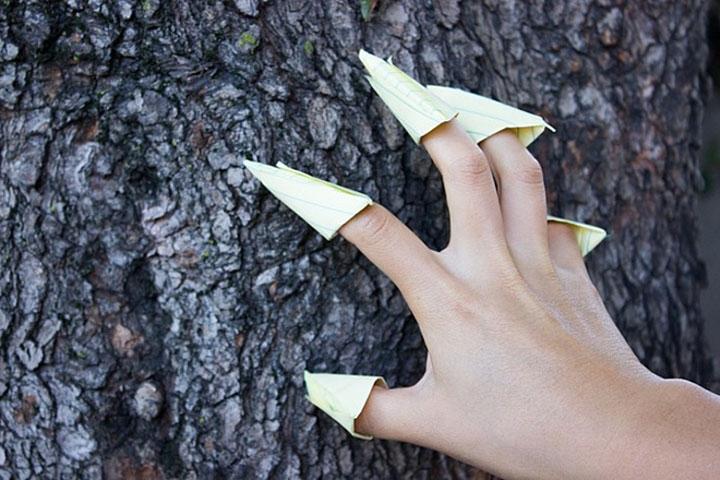 Как сложить оригами-коготь из бумаги на палец