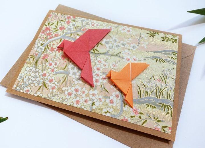 Открытка с бумажными голубями
