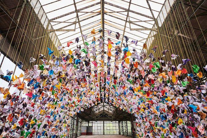 Декор из бумажных оригами-голубей