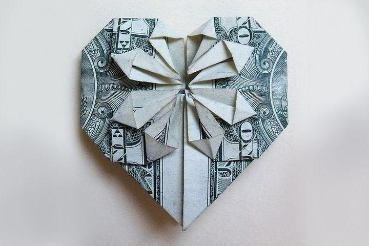 Оригами-сердце из долларов
