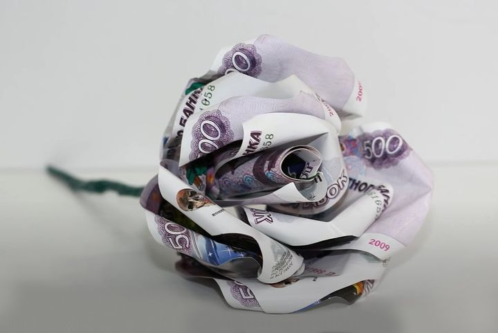 Оригами-роза из денег