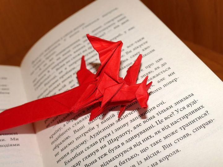 Бумажная закладка оригами-дракон