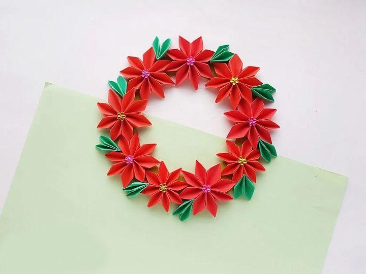 Венок из оригами-пуансеттии