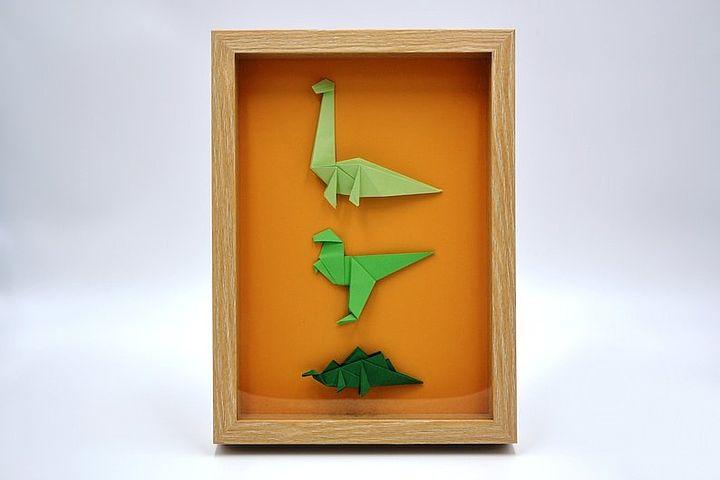 Панно с оригами-динозаврами