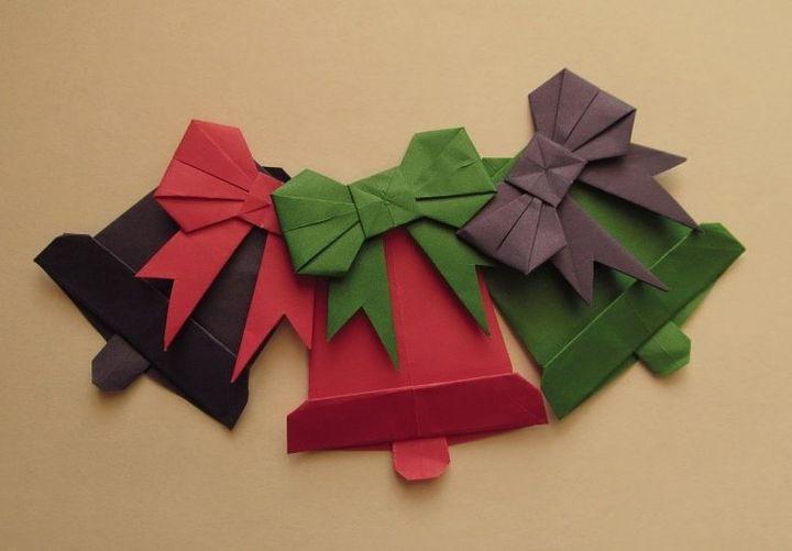 Пышный оригами бант на новогодних игрушках