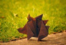 Оригами-ежик от российского оригамиста Сергея Ярцева